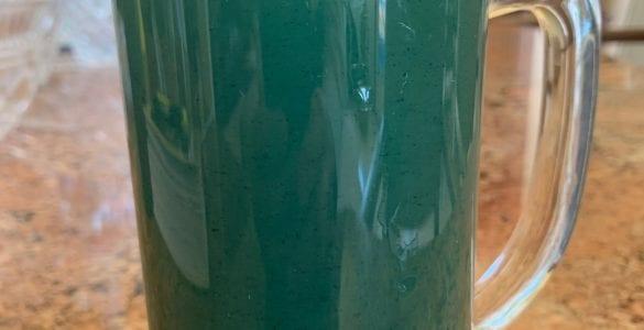 spirulina summer iced tea drink in a glass